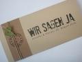 Hochzeitskarte FELINA Schrift GRUNGE Banderole braun / Karte creme / Herz oliv