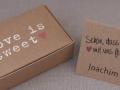 Geschenkbox und Platzkarte aus Kraftpapier