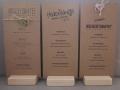 Menükarten aus Kraftpapier - diverse Ausführungen mit Menükartenhalter aus Hiolz