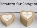 Kraftpapierboxen in Herzform für süße Gastgeschenke
