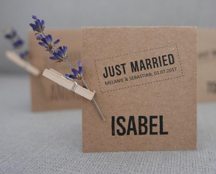 Platzkarte Kraftpapier verziert mit Lavendelblüten