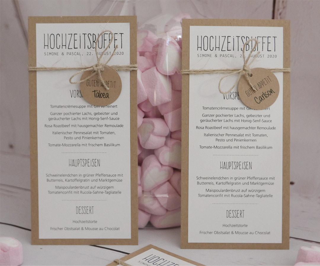 Menükarte zur Hochzeit mit kleinem Anhänger / Papier Kraftpapier und naturweisses Papier