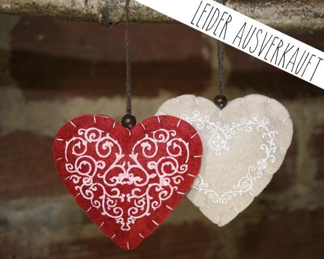 Filzherzen für die Hochzeit: LOVE